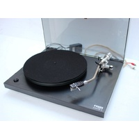 sh REGA Planar 3 (R200) turntable